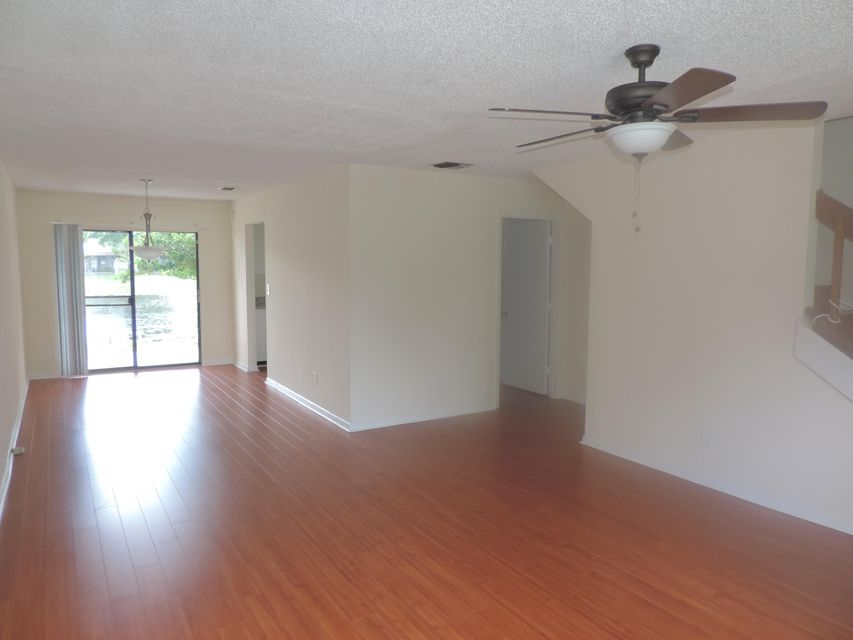 Additional photo for property listing at 3302 Poolside Drive  Lake Worth, Florida 33463 United States