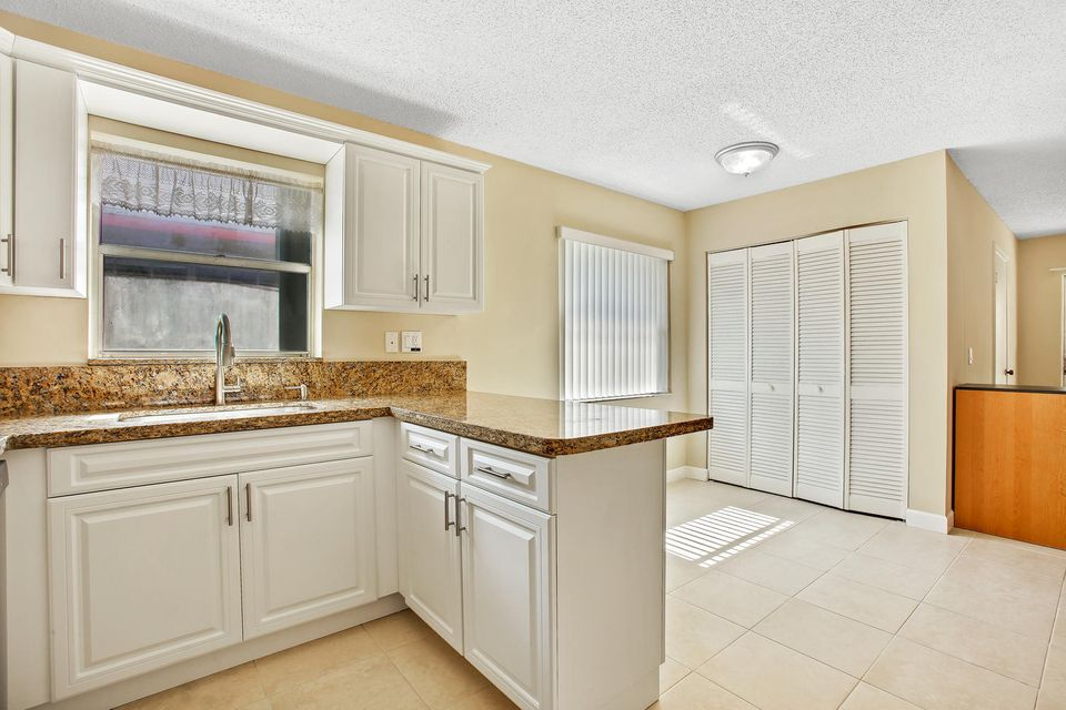Additional photo for property listing at 1590 NE 35th Street 1590 NE 35th Street Oakland Park, Florida 33334 United States