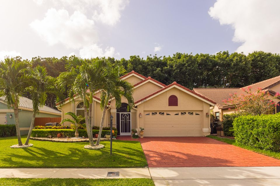 Single Family Home for Sale at 12617 White Coral Drive 12617 White Coral Drive Wellington, Florida 33414 United States