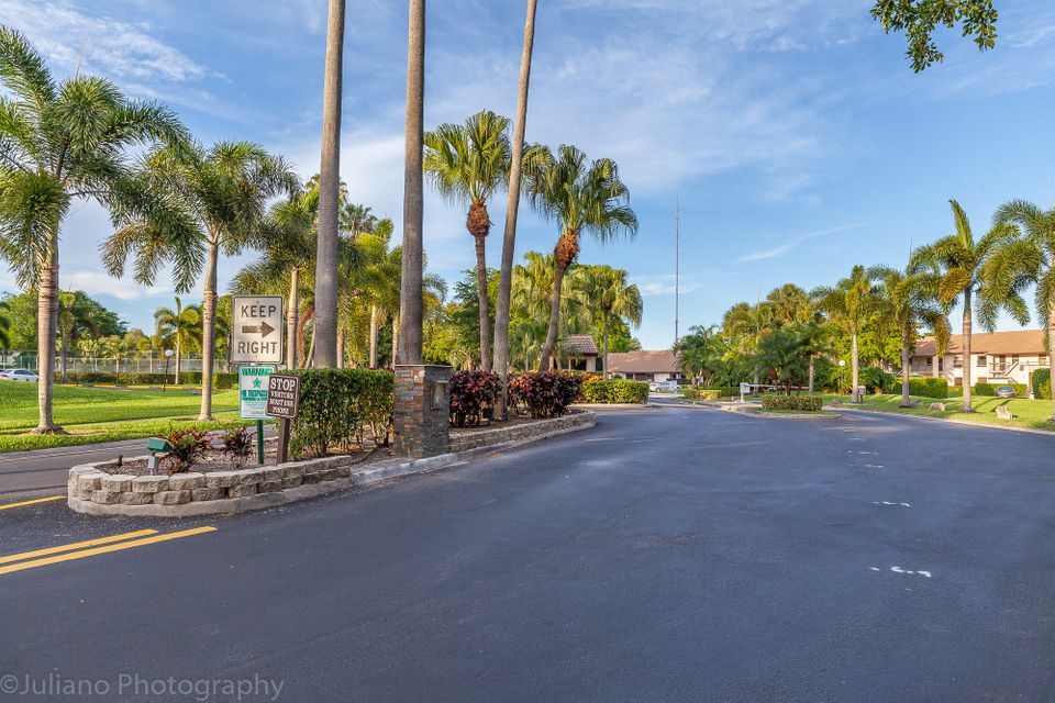 Additional photo for property listing at 8311 Boca Glades Boulevard E  Boca Raton, Florida 33434 Estados Unidos