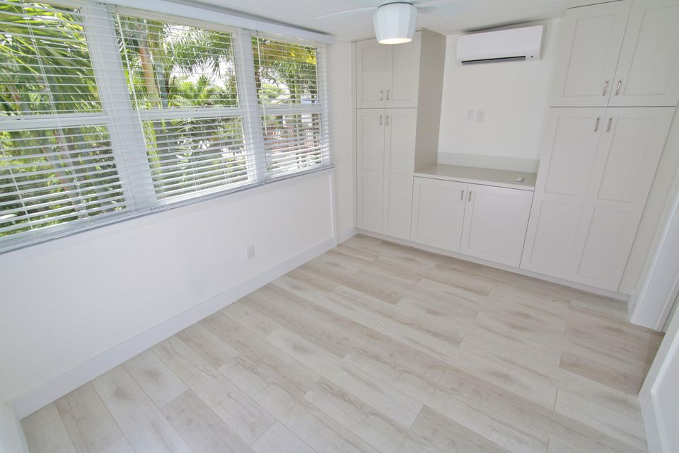 Additional photo for property listing at 605 N Lakeside Drive 605 N Lakeside Drive Lake Worth, Florida 33460 États-Unis