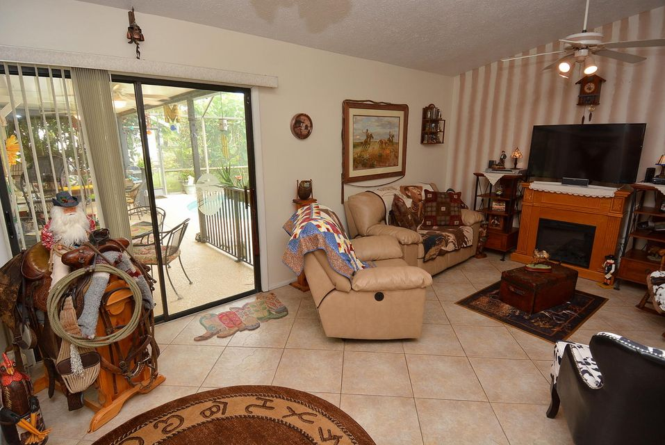 Additional photo for property listing at 725 SW Duxbury Avenue  Port St. Lucie, Florida 34952 United States
