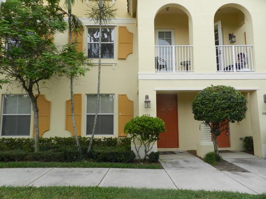联栋屋 为 出租 在 1374 Piazza Pitti 博因顿海滩, 佛罗里达州 33426 美国