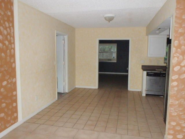 Additional photo for property listing at 762 NW Avens Street  Port St. Lucie, Florida 34983 Vereinigte Staaten