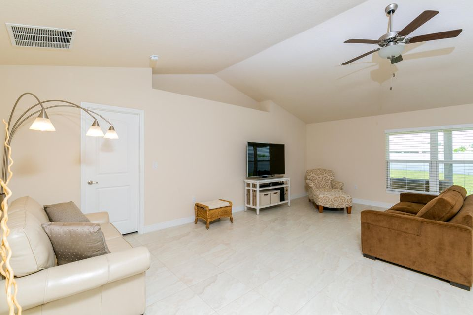 Additional photo for property listing at 5862 NW Jannebo Court 5862 NW Jannebo Court Port St. Lucie, Florida 34986 Estados Unidos