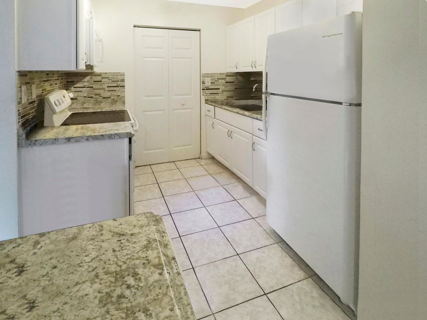 Additional photo for property listing at 919 NE 199th Street 919 NE 199th Street Miami, Florida 33179 United States