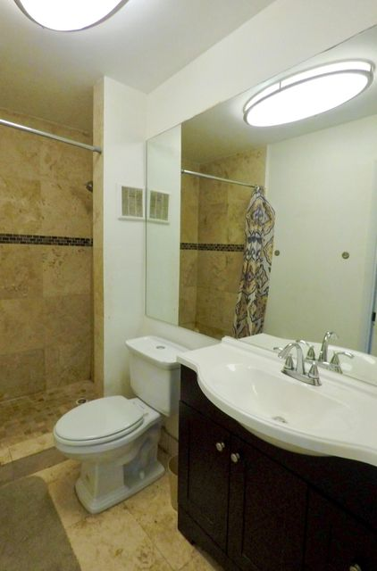 Additional photo for property listing at 919 NE 199th Street 919 NE 199th Street Miami, Florida 33179 Vereinigte Staaten