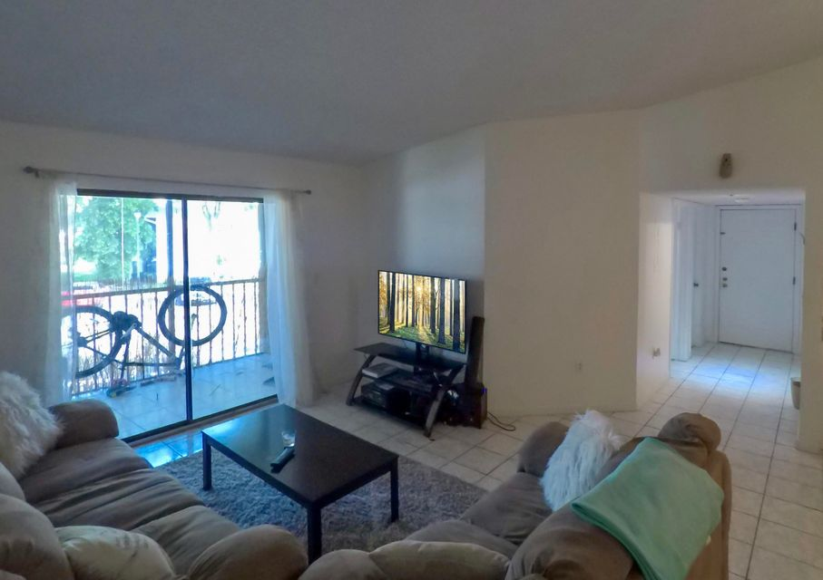 Additional photo for property listing at 919 NE 199th Street 919 NE 199th Street Miami, Florida 33179 Estados Unidos