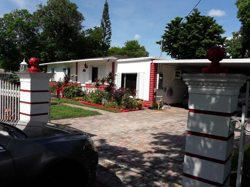 Maison unifamiliale pour l Vente à 12320 NW 16th Avenue 12320 NW 16th Avenue North Miami, Florida 33167 États-Unis