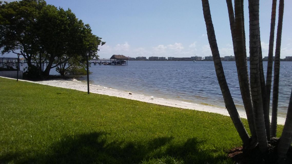 Additional photo for property listing at 1428 S Lakeside Drive 1428 S Lakeside Drive Lake Worth, Florida 33460 Estados Unidos