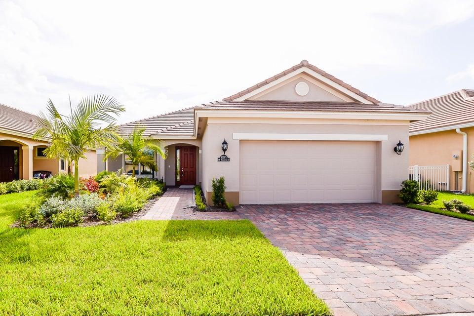 Maison unifamiliale pour l Vente à 10071 SW Roehampton Court Port St. Lucie, Florida 34987 États-Unis