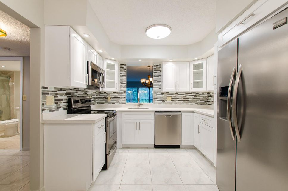 Additional photo for property listing at 7146 Huntington Lane  Delray Beach, Florida 33446 États-Unis