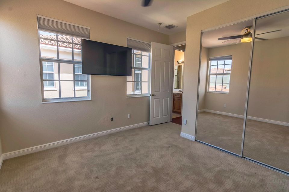Additional photo for property listing at 794 NW 83rd Lane  博卡拉顿, 佛罗里达州 33487 美国