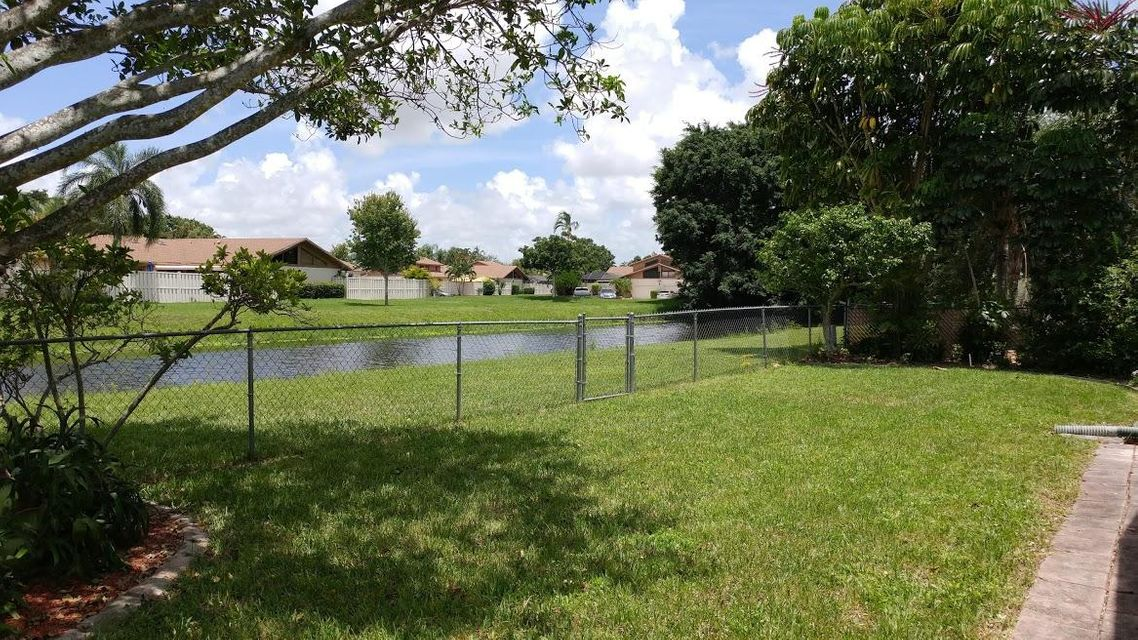 Additional photo for property listing at 9849 Spanish Isles Drive  Boca Raton, Florida 33496 United States