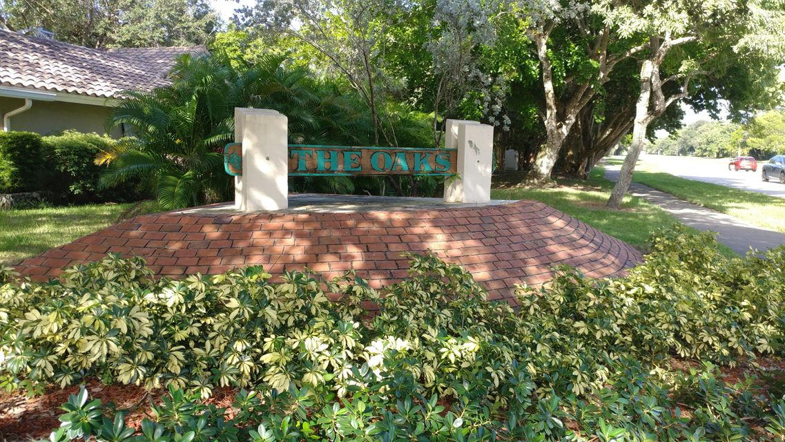 Additional photo for property listing at 10412 NW 6th Street 10412 NW 6th Street Coral Springs, Florida 33071 Vereinigte Staaten