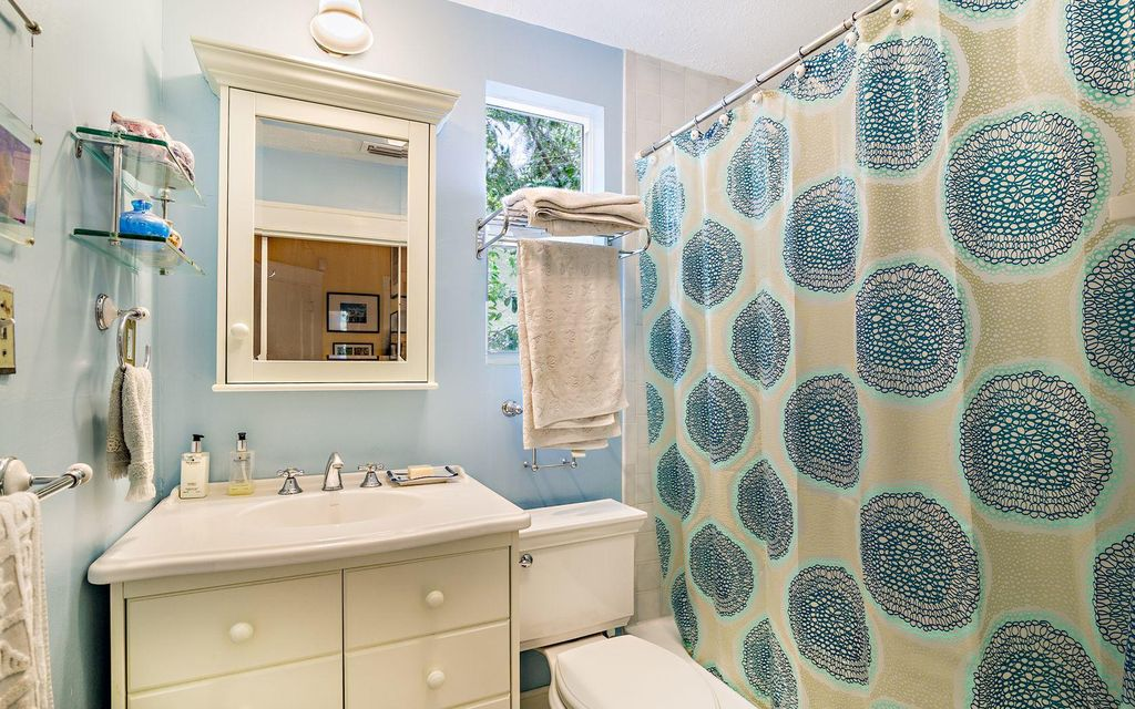 Additional photo for property listing at 611 Flamingo Drive  West Palm Beach, Florida 33401 United States