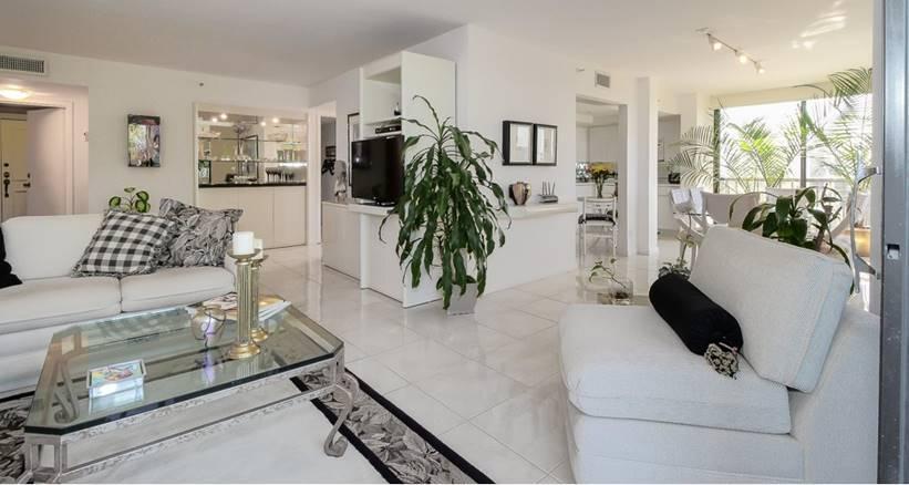 Co-op / Condominio por un Venta en 7754 Lakeside Boulevard Boca Raton, Florida 33434 Estados Unidos