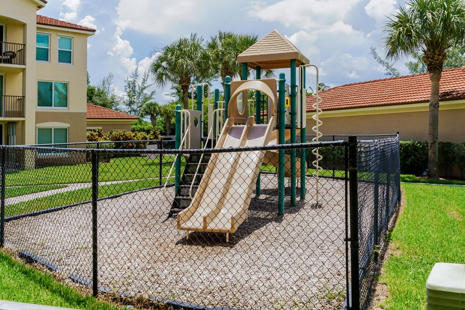 Additional photo for property listing at 1205 Villa Lane  Boynton Beach, Florida 33435 Estados Unidos