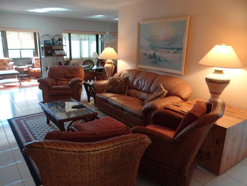 Additional photo for property listing at 6410 Lakemont Circle  Greenacres, Florida 33463 United States
