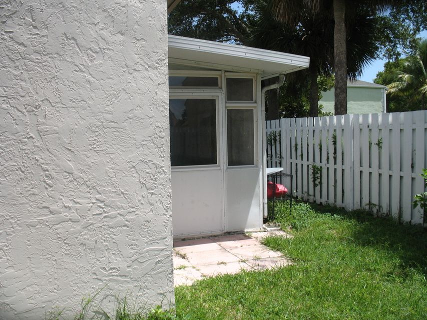 Additional photo for property listing at 1042 Fairfax Circle W 1042 Fairfax Circle W Boynton Beach, Florida 33436 United States