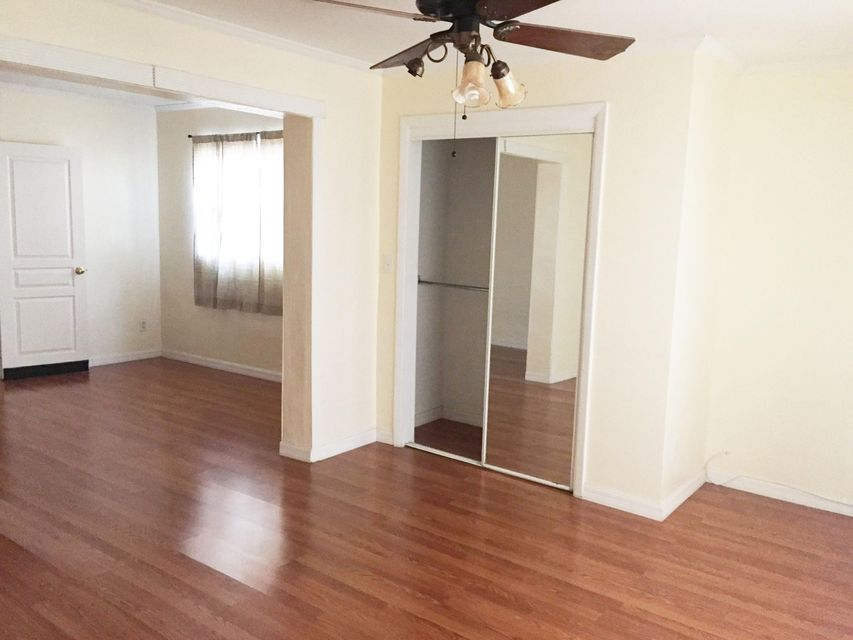Additional photo for property listing at 17405 1st Street E  St. Petersburg, Florida 33708 United States