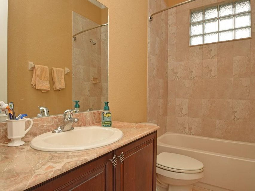 Additional photo for property listing at 308 Pinto Lane 308 Pinto Lane Palm Bay, 佛罗里达州 32909 美国