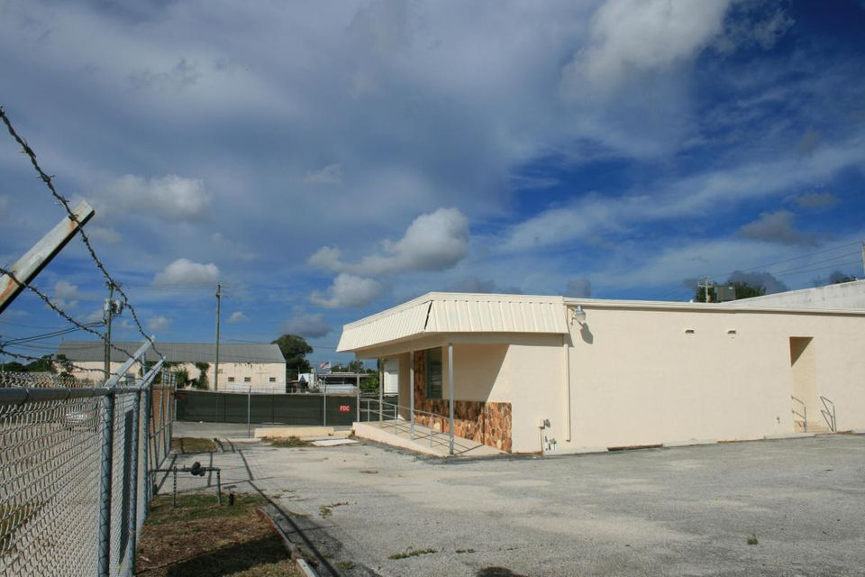 Commercial / Industrial للـ Rent في 535 E Lakewood Road 535 E Lakewood Road West Palm Beach, Florida 33405 United States