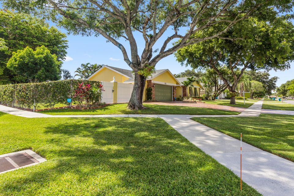Additional photo for property listing at 1242 Northwest 10th Court 1242 Northwest 10th Court Boynton Beach, Florida 33426 United States