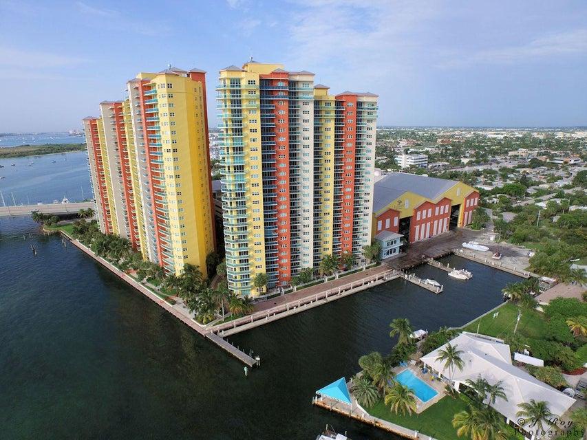 Konsum / Eigentumswohnung für Verkauf beim 2640 Lake Shore Drive 2640 Lake Shore Drive Riviera Beach, Florida 33404 Vereinigte Staaten
