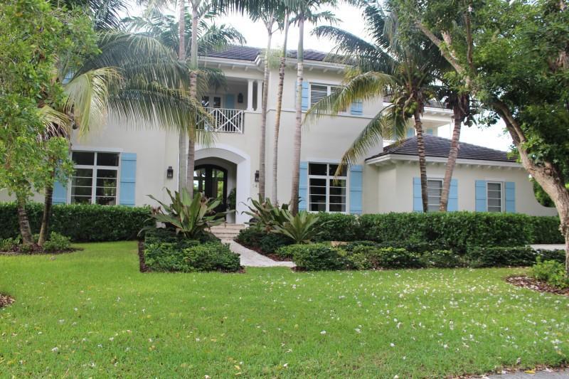Maison unifamiliale pour l Vente à 1431 Coruna Avenue Coral Gables, Florida 33156 États-Unis