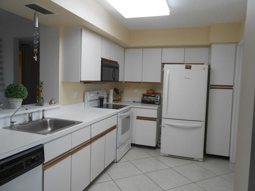 Additional photo for property listing at 7360 S Oriole Blvd  Delray Beach, Florida 33446 États-Unis