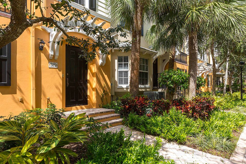 تاون هاوس للـ Sale في 329 W Mallory Circle Delray Beach, Florida 33483 United States