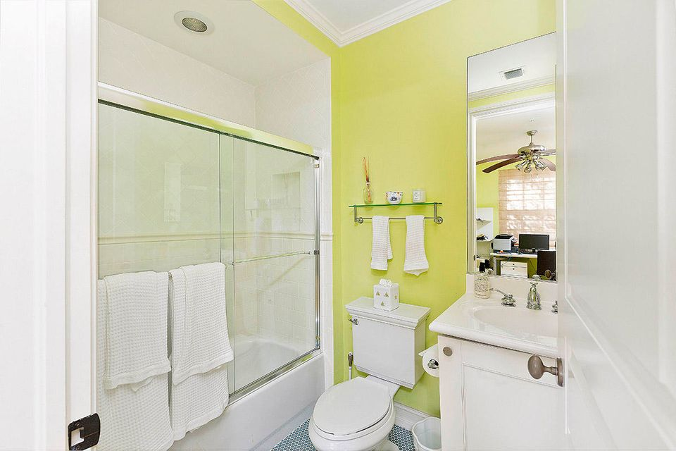 Additional photo for property listing at 329 W Mallory Circle  Delray Beach, Florida 33483 United States