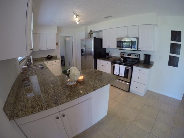 Additional photo for property listing at 1429 SE Ladner Street  Port St. Lucie, Florida 34983 Vereinigte Staaten