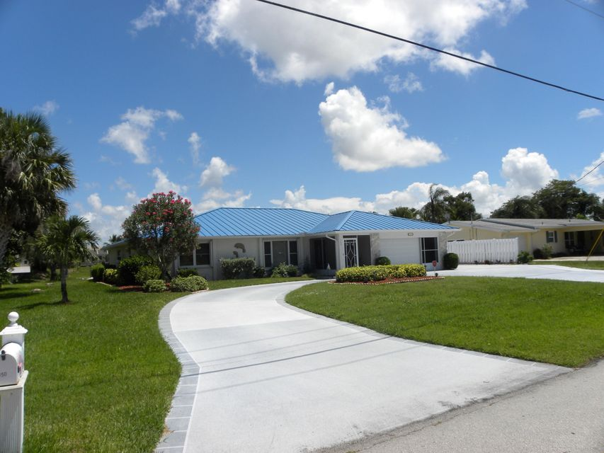 واحد منزل الأسرة للـ Sale في 350 SE Naranja Avenue Port St. Lucie, Florida 34983 United States