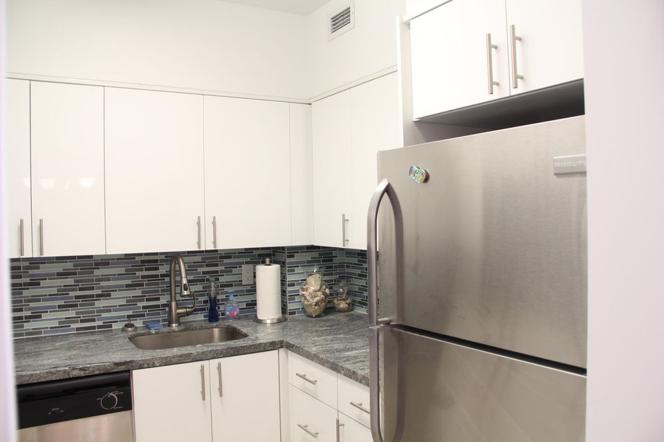 Additional photo for property listing at 7441 Wayne Avenue 7441 Wayne Avenue Miami Beach, Florida 33141 États-Unis