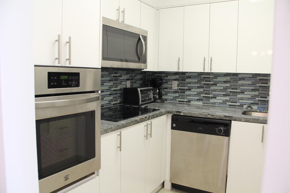 Additional photo for property listing at 7441 Wayne Avenue 7441 Wayne Avenue Miami Beach, Florida 33141 Estados Unidos