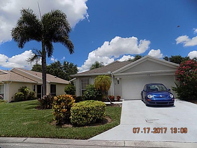 Additional photo for property listing at 230 SW Lake Forest Way  Port St. Lucie, Florida 34986 Estados Unidos