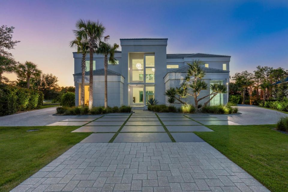 13179  Cypress Glen , Palm Beach Gardens FL 33418 is listed for sale as MLS Listing RX-10356948 photo #2