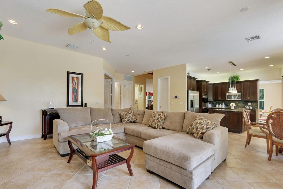 Additional photo for property listing at 10741 Castle Oak Drive 10741 Castle Oak Drive Boynton Beach, Florida 33473 United States