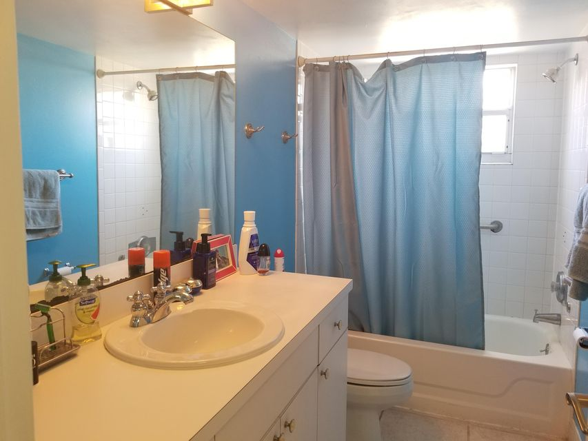 Additional photo for property listing at 422 S B Street 422 S B Street Lake Worth, 佛罗里达州 33460 美国