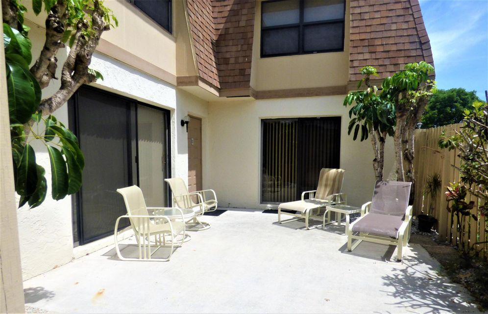 Additional photo for property listing at 2633 NW 7th Court  德尔雷比奇海滩, 佛罗里达州 33445 美国