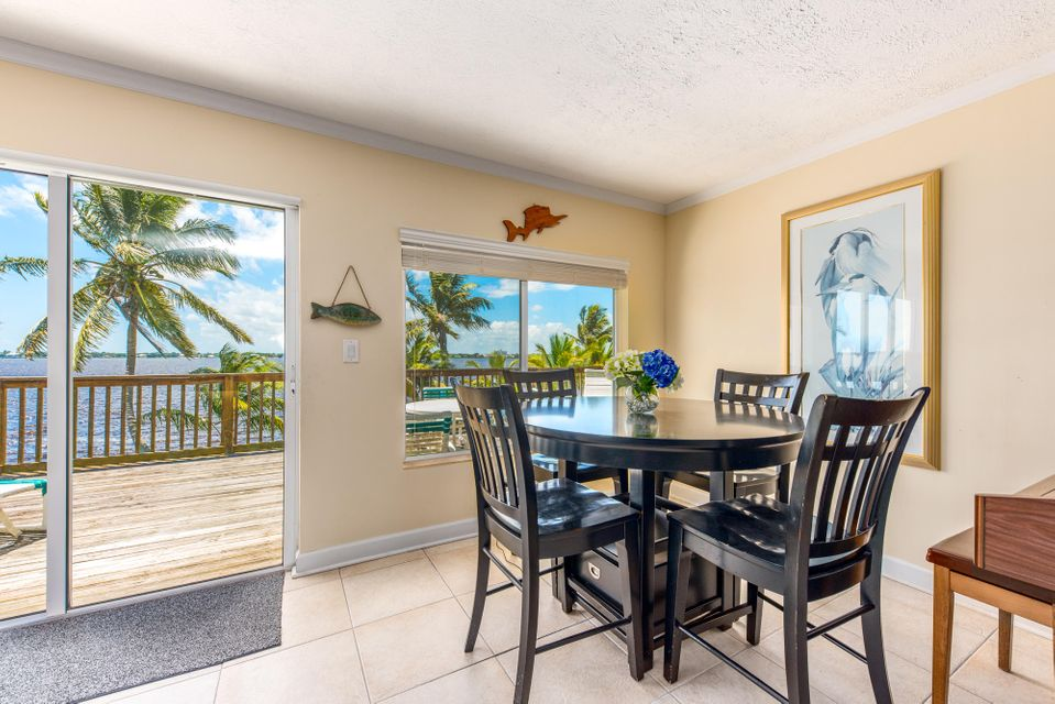 Additional photo for property listing at 850 NE Ixora Drive 850 NE Ixora Drive Jensen Beach, Florida 34957 Estados Unidos