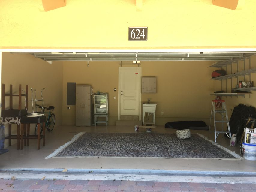 Additional photo for property listing at 624 Renaissance Way  Delray Beach, Florida 33483 Estados Unidos