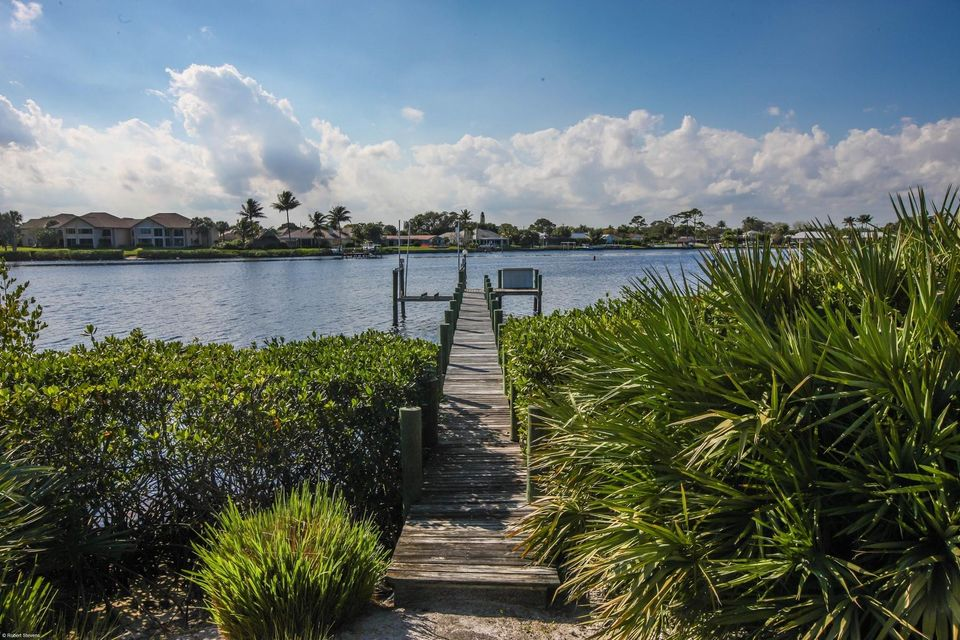 Single Family Home for Rent at 18980 SE County Line Road 18980 SE County Line Road Tequesta, Florida 33469 United States