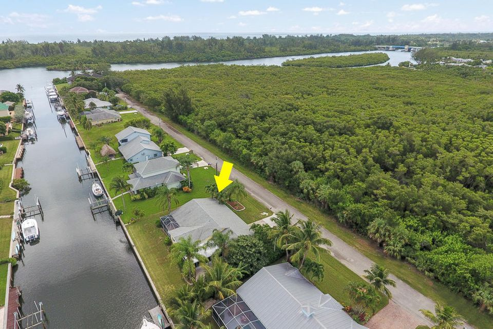 Single Family Home for Sale at 9285 SE Delafield Street Hobe Sound, Florida 33455 United States