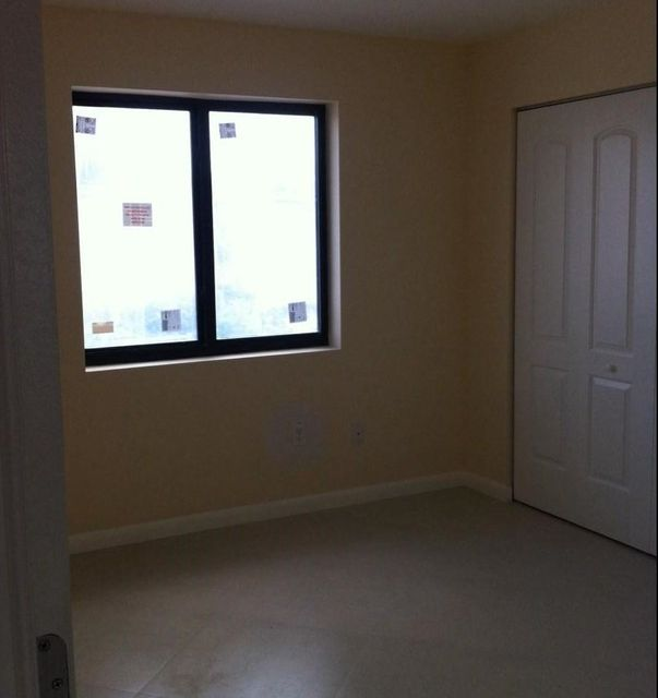Additional photo for property listing at 519 3rd Avenue 519 3rd Avenue Hallandale Beach, Florida 33009 États-Unis