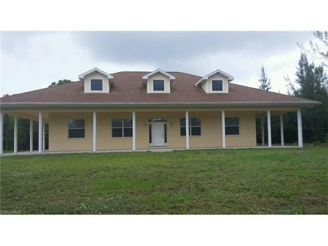 Maison unifamiliale pour l Vente à 5562 Bay Point Road 5562 Bay Point Road St. James City, Florida 33956 États-Unis
