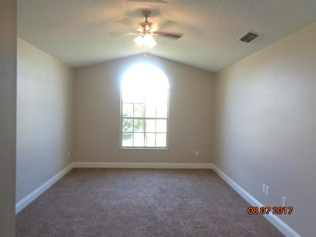 Additional photo for property listing at 1556 SW Dow Lane 1556 SW Dow Lane Port St. Lucie, Florida 34953 Estados Unidos
