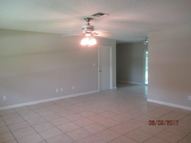 Additional photo for property listing at 472 SE Crosspoint Drive  Port St. Lucie, Florida 34983 United States